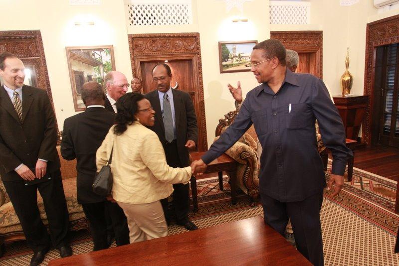 Rais Jakaya Mrisho kikwete alipotembelewa  na  Koffi  Annan  Ikulu Dar es salaam  1,April 2011 na kufanya naye mazungumzo