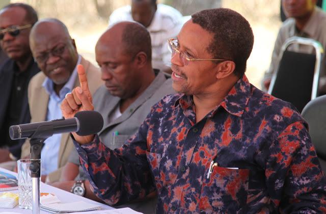Rais Jakaya Kikwete akisisitiza jambo wakati akisomewa taarifa ya Wilaya ya Kwimba tarehe 9 Septemba 2013