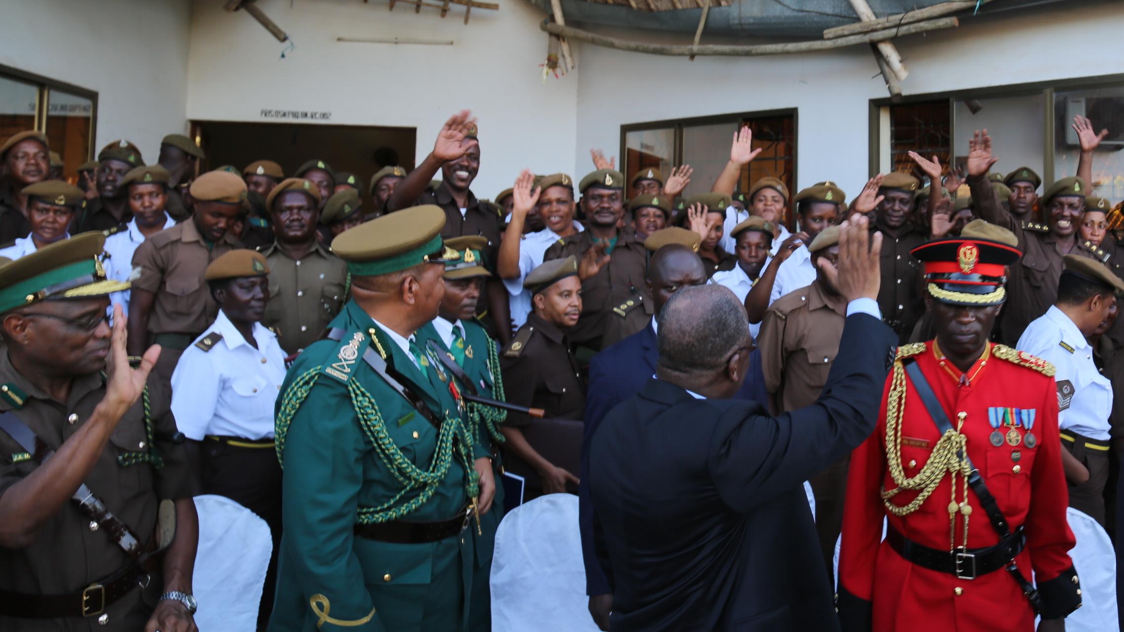 Ziara ya kushtukiza ya Rais wa Jamhuri ya Muungano wa Tanzania Dkt. John Pombe Magufuli ukonga Magereza na kuongea na askali Magereza Novemba 29,2016