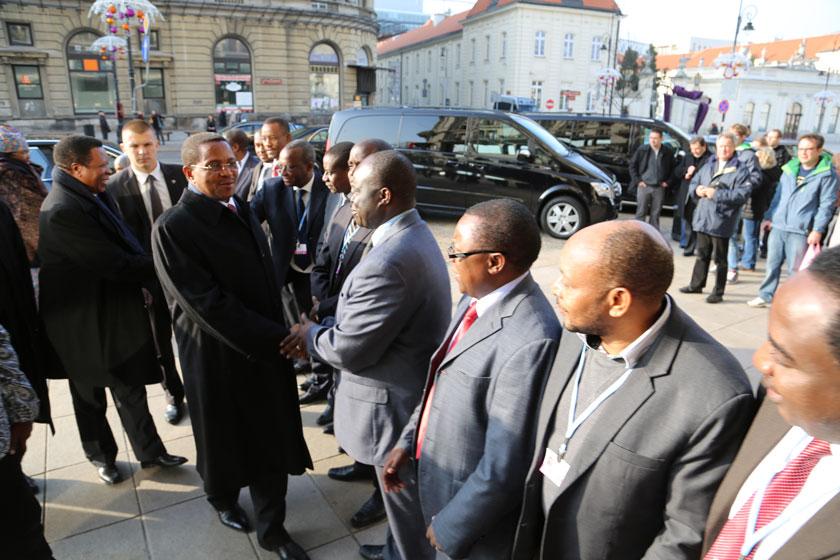 Mhe.Jakaya Mrisho Kikwete, Rais wa Jamhuri ya Muungano wa Tanzania, Alhamisi (Novemba 20, 2013) Nchini Poland Kwa Ajili ya Mkutano wa Tabia Nchi Nchini Poland